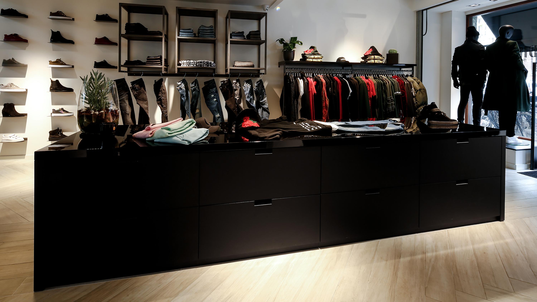 je kunt duidelijk zien dat het interieur maat en handwerk is cath sanders dinmar fashion store amsterdam